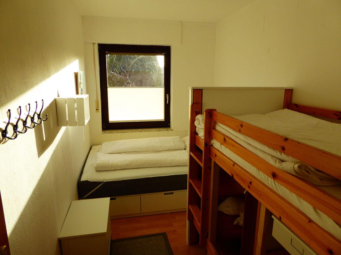 Schlafzimmer Hochbett (Bett 0,90 * 2) mit Schrank unten